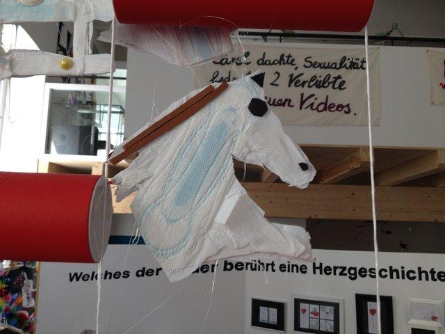 Objekte aus Binden gemacht - Pferdekopf